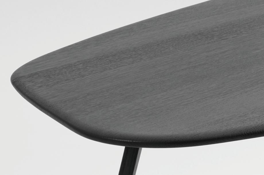 2-twist-stone-beistellzisch-massivholz-eiche-farbbeize-graphitgrau-formstelle-zeitraum-moebel
