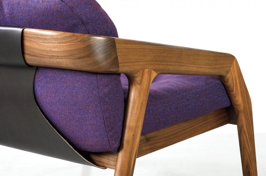 02219-3-friday-1-amerikanischer-nussbaum-massivholz-sessel-loungechair-formstelle-zeitraum-möbel-mid-century