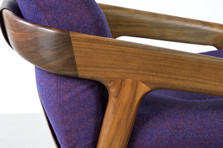 02219-4-friday-1-amerikanischer-nussbaum-massivholz-sessel-loungechair-formstelle-zeitraum-möbel-mid-century