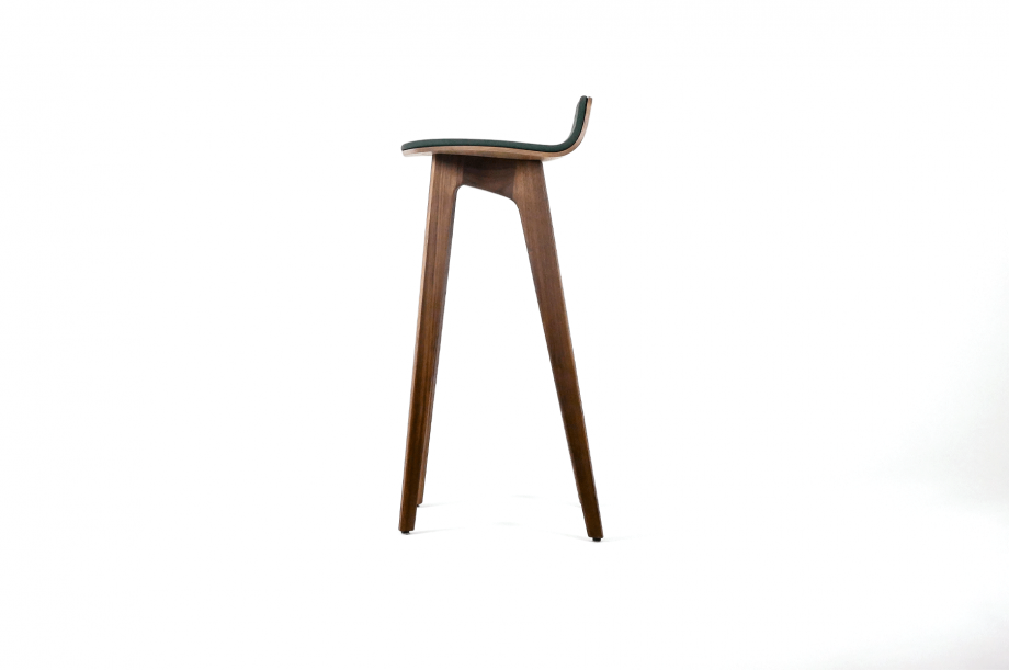 01749-morph-bar-barhocker-massivholz-amerikanischer-nussbaum-gepolstert-detail3-zeitraum-moebel-x