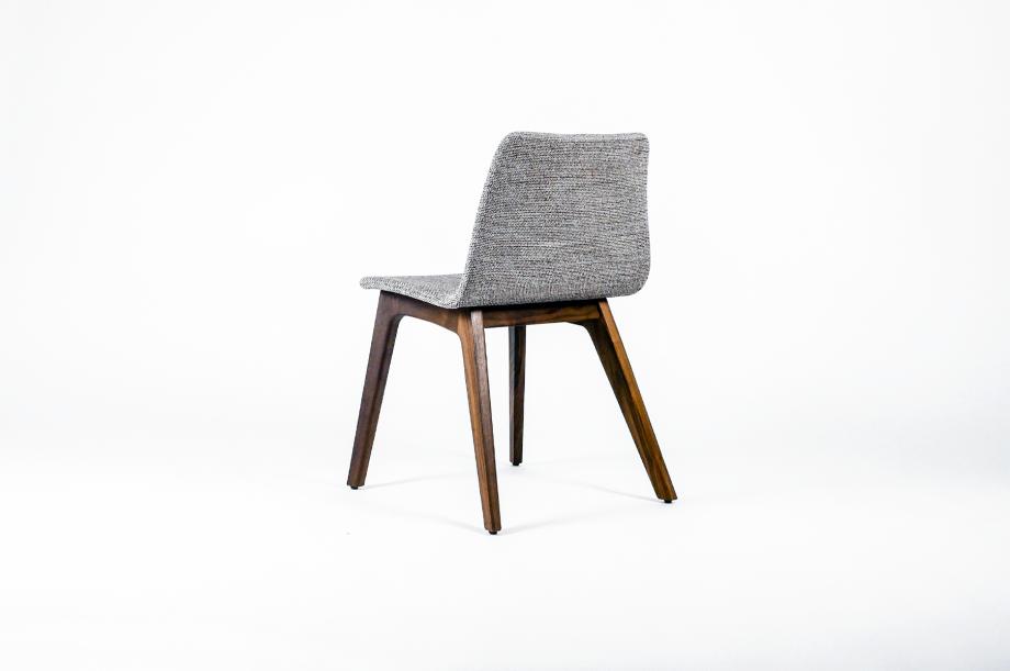 01755-morph-plus-stuhl-massivholz-gestell-amerikanischer-nussbaum-gepolstert-detail2-zeitraum-moebel-x