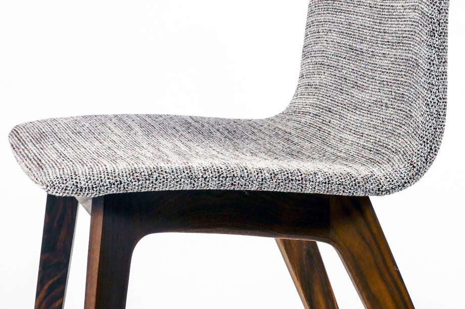 01755-morph-plus-stuhl-massivholz-gestell-amerikanischer-nussbaum-gepolstert-detail4-zeitraum-moebel-x