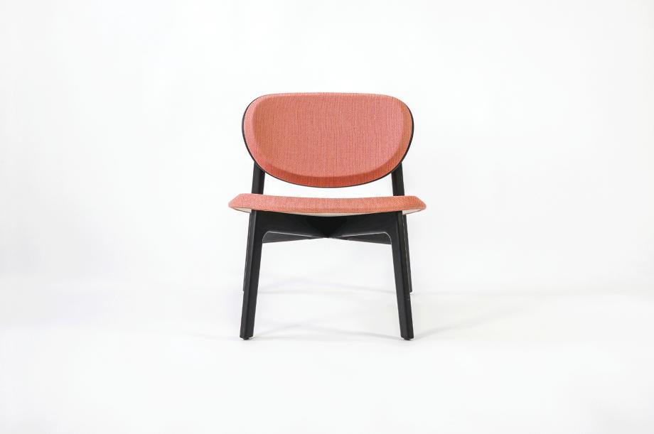 01922-zenso-lounge-lounger-loungestuhl-gestell-massivholz-eiche-gebeizt-schwarz-gepolstert-detail3-zeitraum-moebel-x