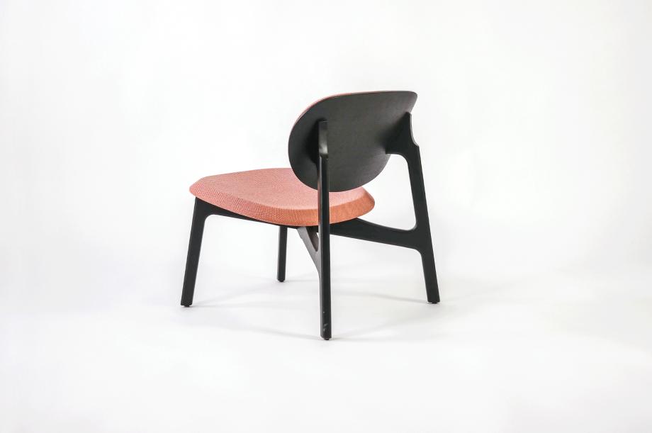 01922-zenso-lounge-lounger-loungestuhl-gestell-massivholz-eiche-gebeizt-schwarz-gepolstert-detail4-zeitraum-moebel-x