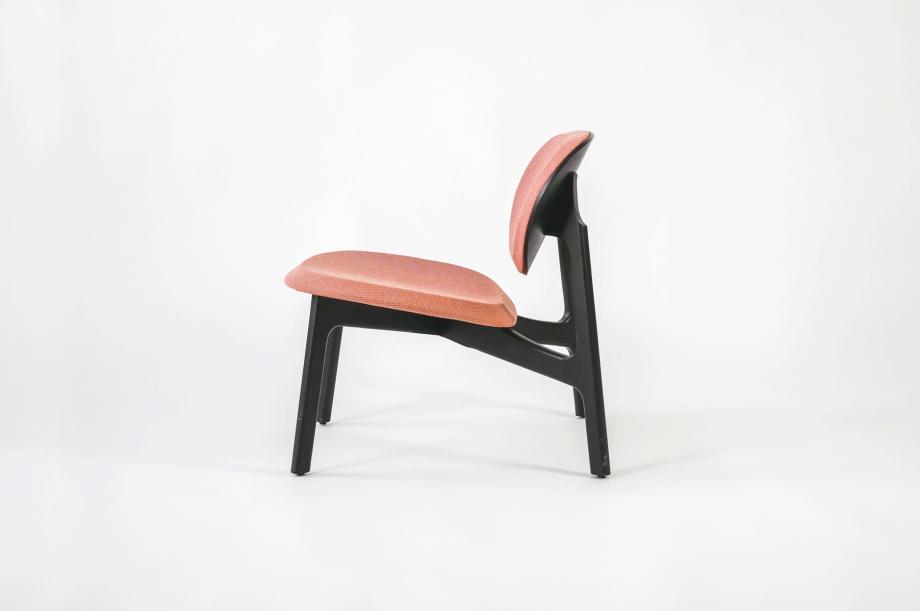 01922-zenso-lounge-lounger-loungestuhl-gestell-massivholz-eiche-gebeizt-schwarz-gepolstert-detail5-zeitraum-moebel-x