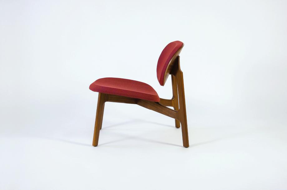 01923-zenso-lounge-lounger-loungestuhl-gestell-massivholz-amerikanischer-nussbaum-gepolstert-detail4-zeitraum-moebel-x