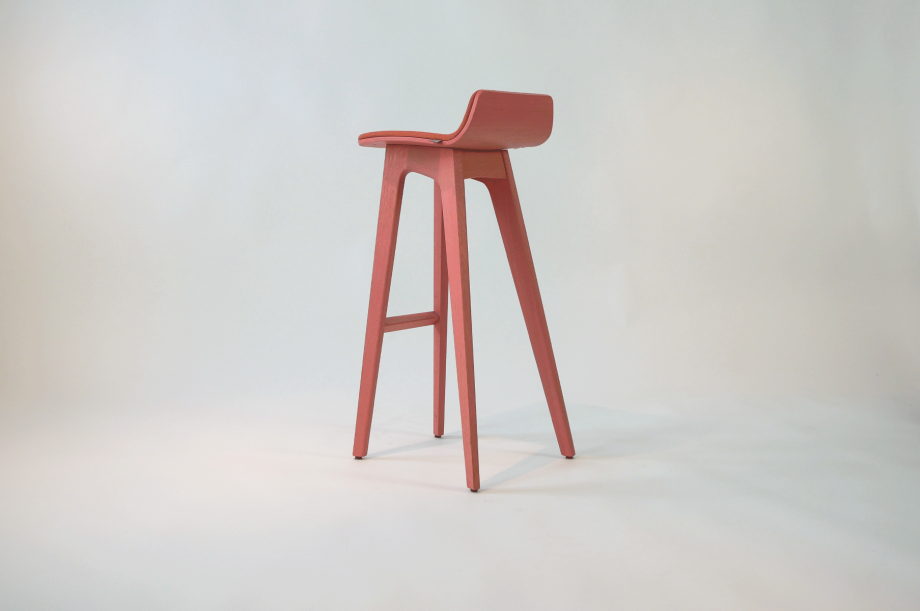 01934-morph-bar-barhocker-klein-massivholz-eiche-gebeizt-rosa-gepolstert-detail1-zeitraum-moebel-x