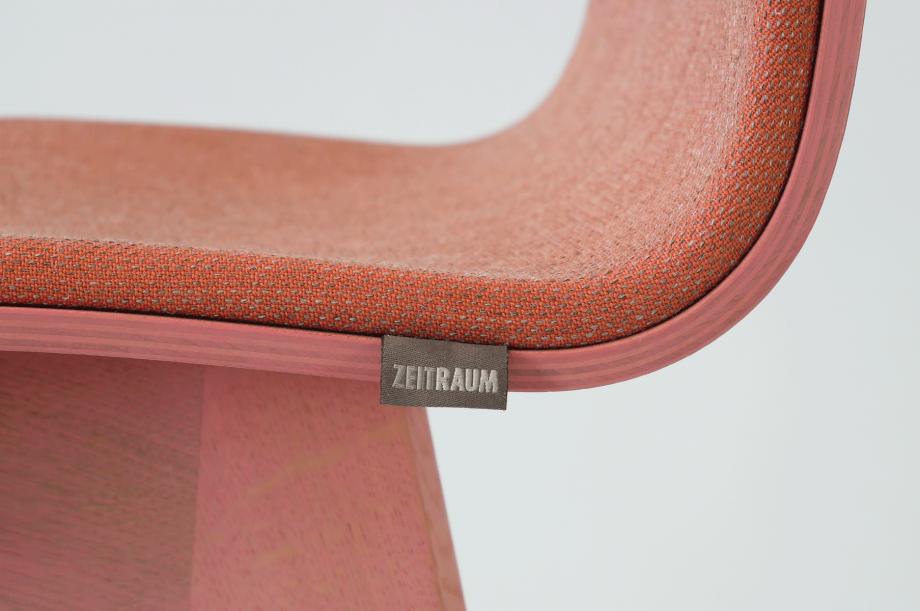 01934-morph-bar-barhocker-klein-massivholz-eiche-gebeizt-rosa-gepolstert-detail2-zeitraum-moebel-x