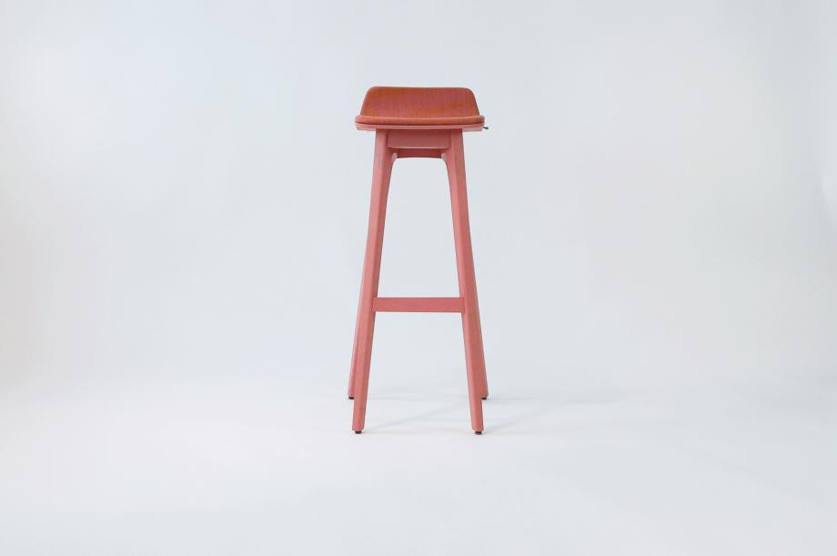 01934-morph-bar-barhocker-klein-massivholz-eiche-gebeizt-rosa-gepolstert-detail3-zeitraum-moebel-x