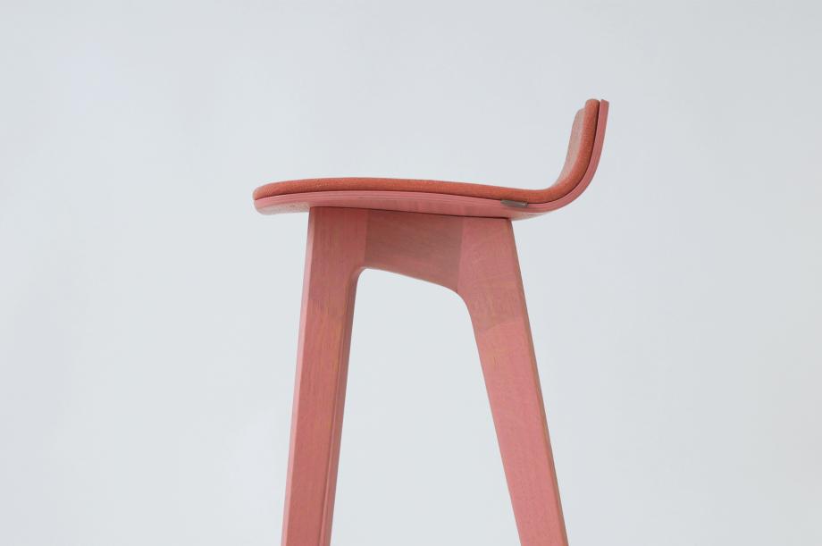 01934-morph-bar-barhocker-klein-massivholz-eiche-gebeizt-rosa-gepolstert-detail4-zeitraum-moebel-x