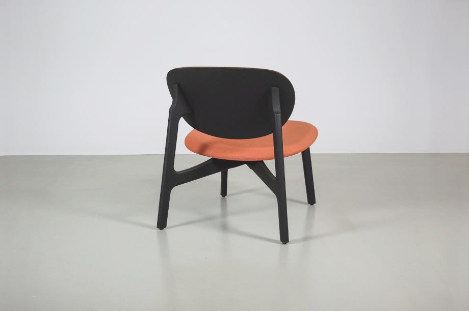 02198-zenso-lounge-loungestuhl-lounger-gepolstert-massivholz-eiche-gebeizt-graphitschwarz-detail3-zeitraum-moebel-x