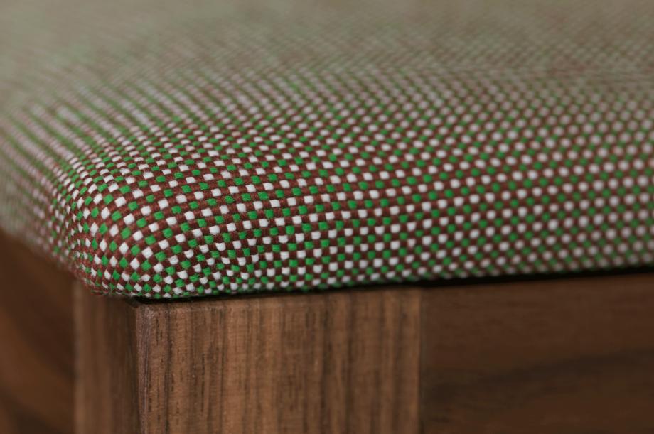 02200-sit-bar-barhocker-gepolstert-massivholz-amerikanischer-nussbaum-detail1-detail4-zeitraum-moebel-x