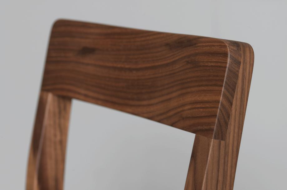 02200-sit-bar-barhocker-gepolstert-massivholz-amerikanischer-nussbaum-detail1-zeitraum-moebel-x