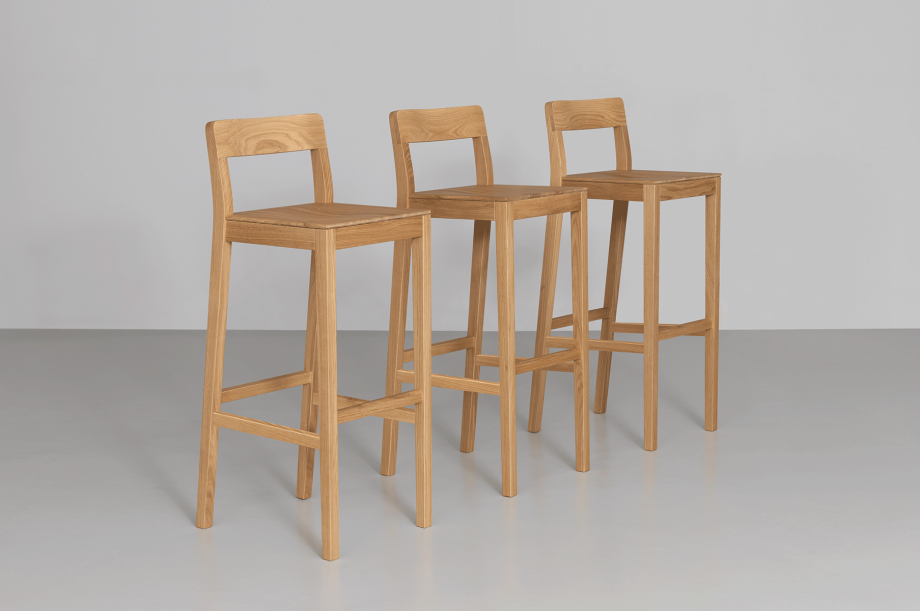 02208-sit-bar-barstuhl–massivholz-eiche-zeitraum-moebel-special-sale-nachhaltiges-design-1