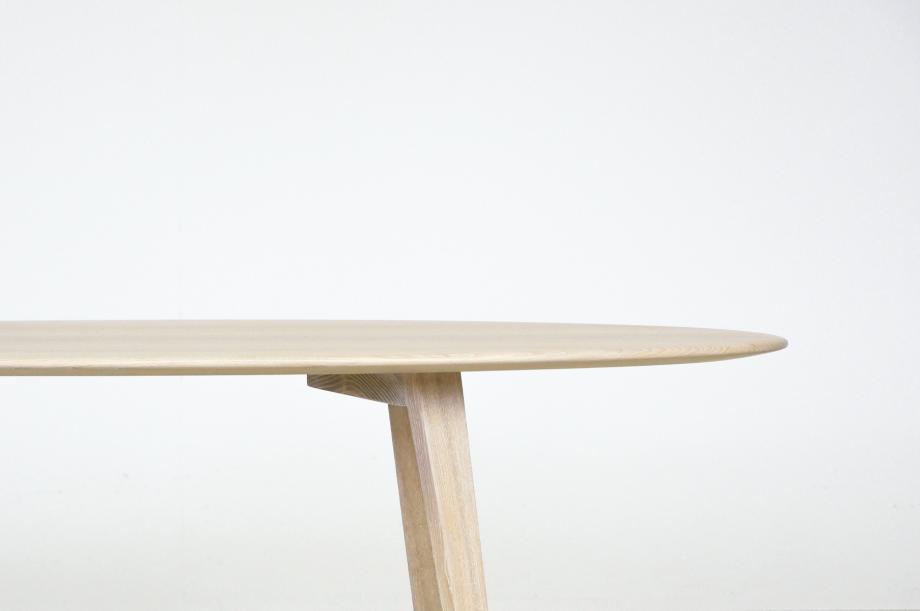 02226-twist-couch-beistelltisch-massivholz-esche-weiß-detail1-zeitraum-moebel-x