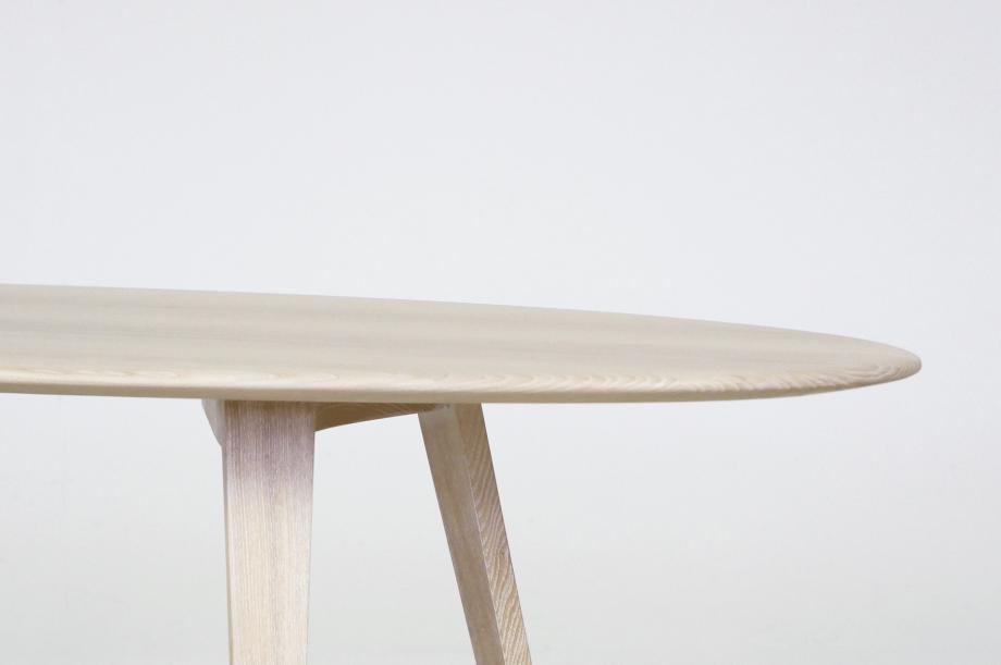 02226-twist-couch-beistelltisch-massivholz-esche-weiß-detail3-zeitraum-moebel-x