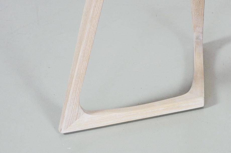 02226-twist-couch-beistelltisch-massivholz-esche-weiß-detail4-zeitraum-moebel-x
