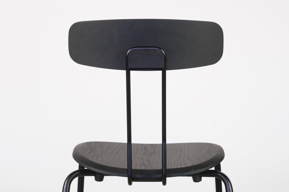 02238-okito-stuhl-metallgestell-schwarz-eiche-detail2-zeitraum-moebel-x