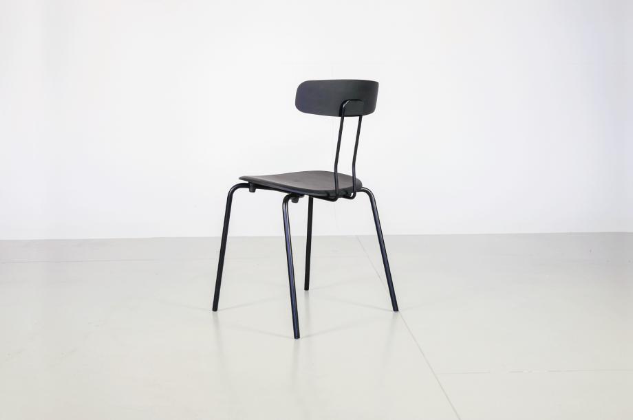 02238-okito-stuhl-metallgestell-schwarz-eiche-detail3-zeitraum-moebel-x