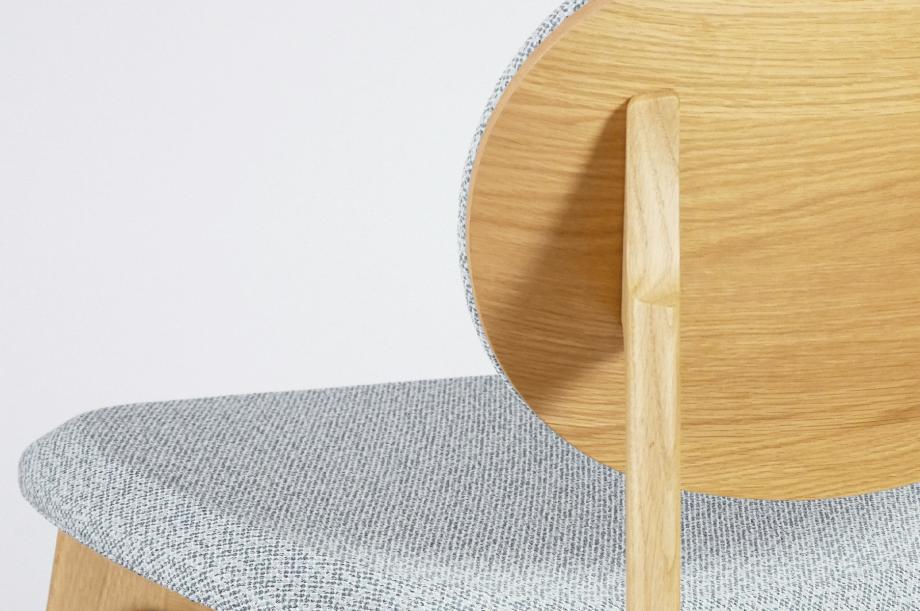 02247-zenso-lounge-stuhl-massivholz-eiche-gepolstert-detail1-zeitraum-moebel-x