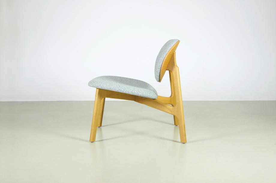 02247-zenso-lounge-stuhl-massivholz-eiche-gepolstert-detail2-zeitraum-moebel-x