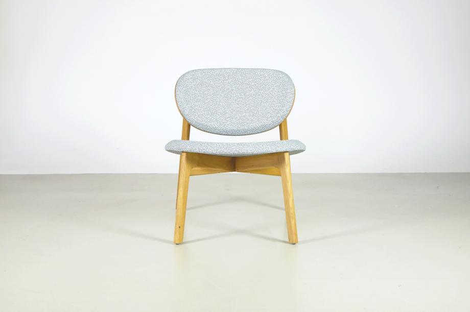 02247-zenso-lounge-stuhl-massivholz-eiche-gepolstert-detail3-zeitraum-moebel-x