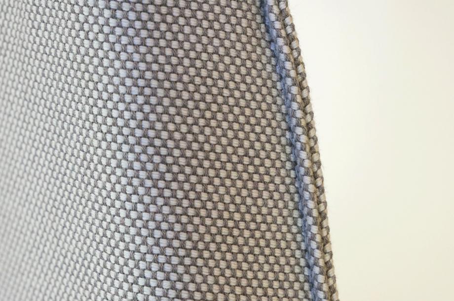 02256-1-side-comfort-polstermöbel-hellgrau-detail3-zeitraum-moebel-x