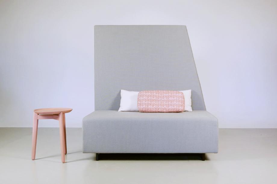 02256-1-side-comfort-polstermöbel-hellgrau-detail4-zeitraum-moebel-x