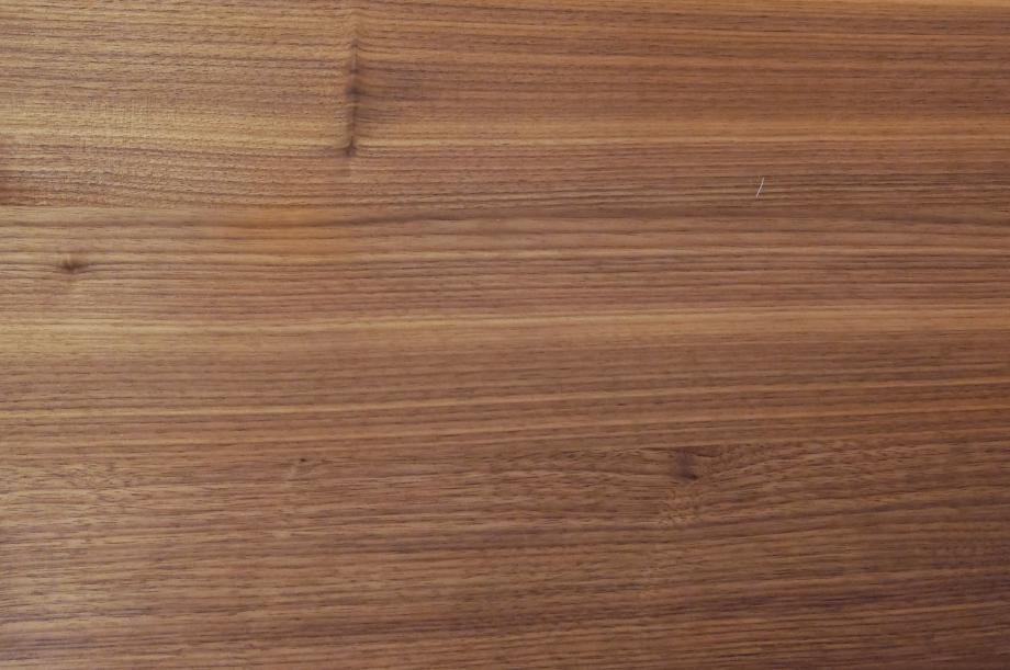 02257-turntable-rund-tisch-klein-massivholz-amerikanischer-nussbaum-detail1-zeitraum-moebel-x