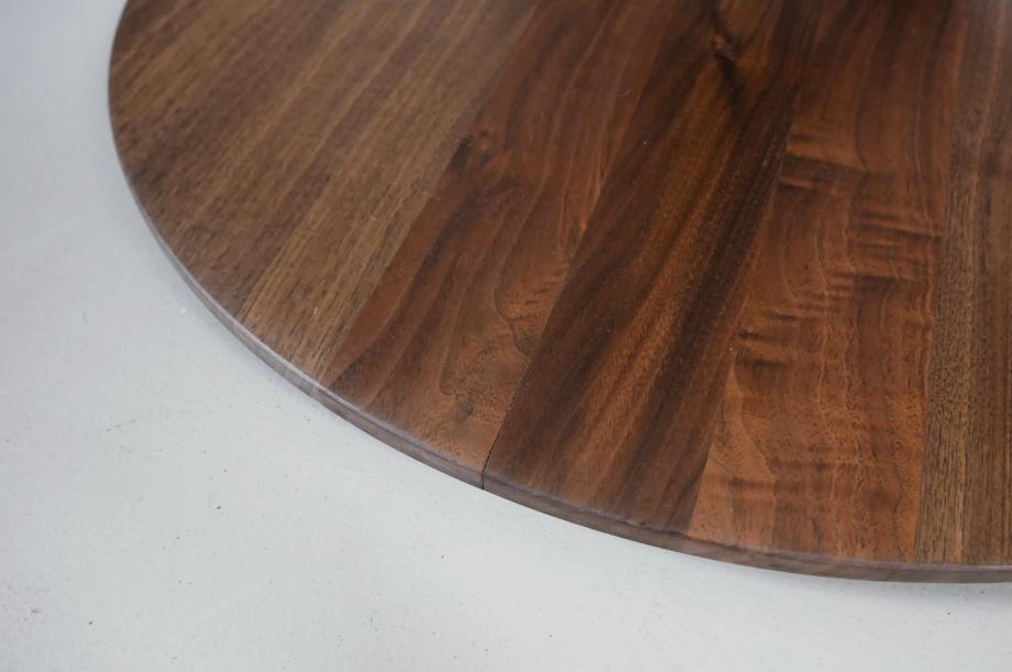 02257-turntable-rund-tisch-klein-massivholz-amerikanischer-nussbaum-detail3-zeitraum-moebel-x