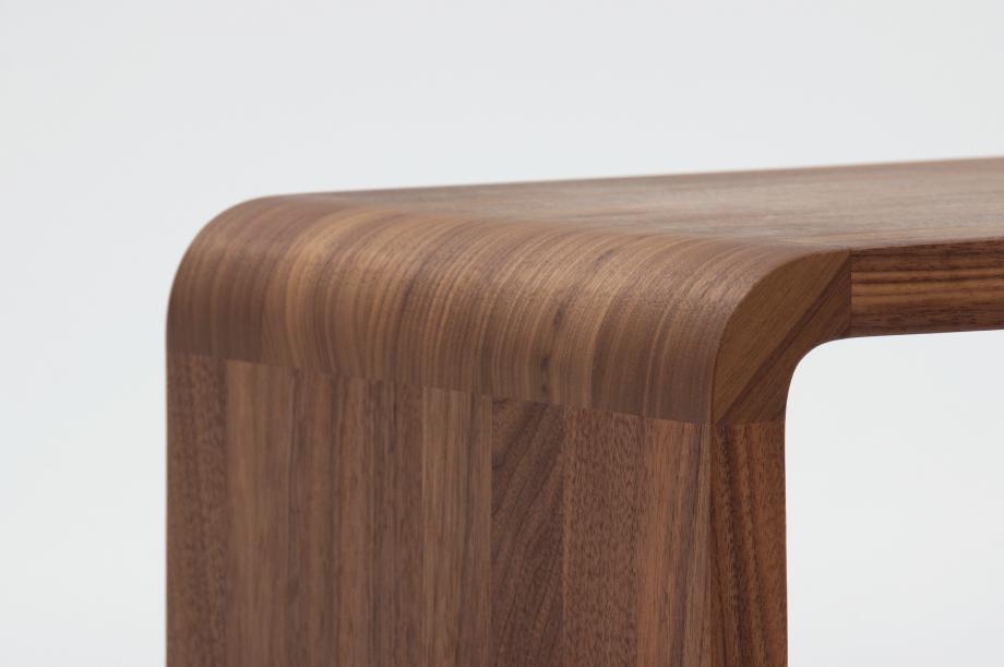 02305-waiter-beistellmöbel-massivholz-amerikanischer-nussbaum-zeitraum-moebel-nachhaltiges-design-special-sale (2)