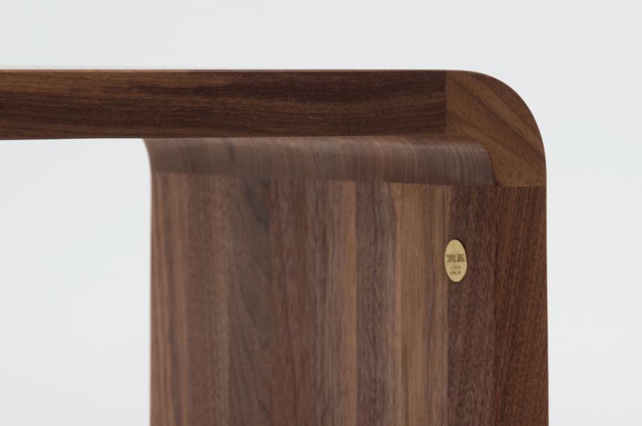 02305-waiter-beistellmöbel-massivholz-amerikanischer-nussbaum-zeitraum-moebel-nachhaltiges-design-special-sale (3)