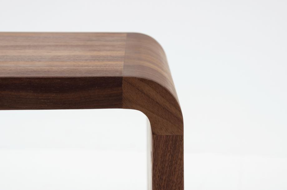 02305-waiter-beistellmöbel-massivholz-amerikanischer-nussbaum-zeitraum-moebel-nachhaltiges-design-special-sale (4)