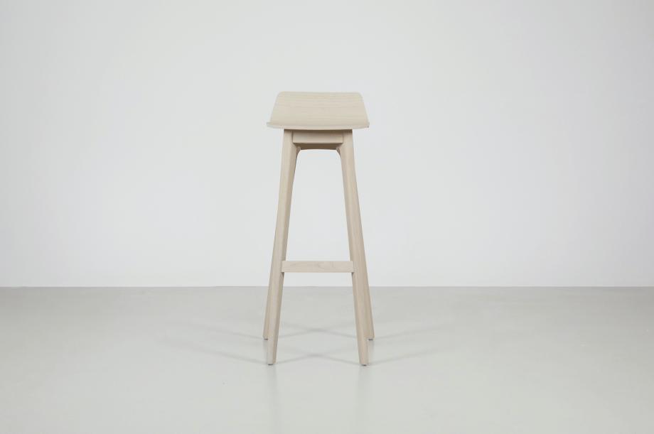 02195-morph-bar-barhocker-hochstuhl-eiche-warmgrau-hell-massivholz-zeitraum-moebel-nachhaltiges-design-special-sale (1)