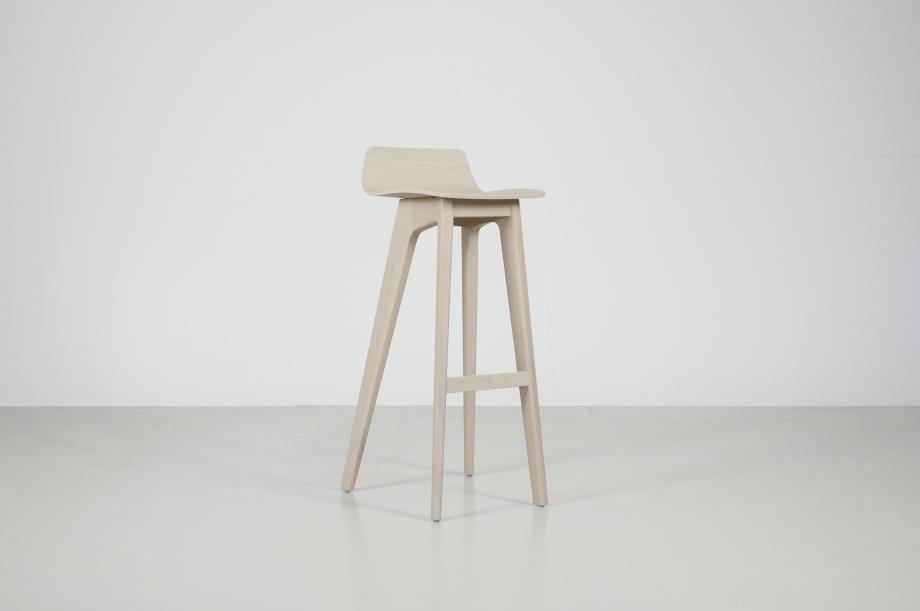 02195-morph-bar-barhocker-hochstuhl-eiche-warmgrau-hell-massivholz-zeitraum-moebel-nachhaltiges-design-special-sale (2)