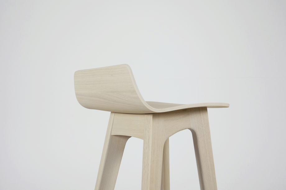 02195-morph-bar-barhocker-hochstuhl-eiche-warmgrau-hell-massivholz-zeitraum-moebel-nachhaltiges-design-special-sale (5)