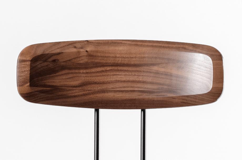 02143-okito-stuhl-stapelbarl-amerikanischer-nussbaum-massivholz-special-sale-nachhaltiges-design-zeitraum-moebel (2)