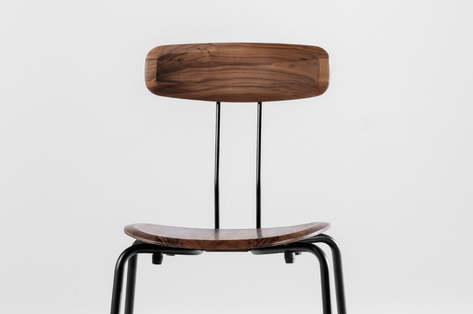 02143-okito-stuhl-stapelbarl-amerikanischer-nussbaum-massivholz-special-sale-nachhaltiges-design-zeitraum-moebel (3)