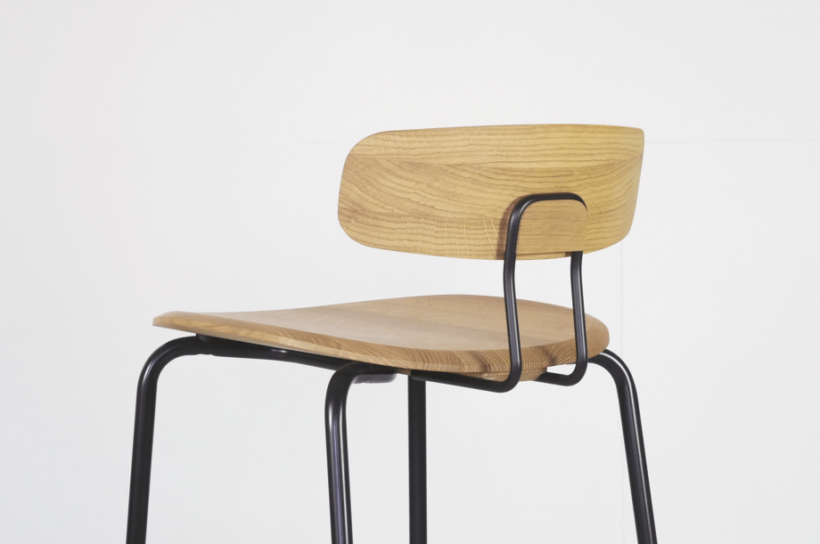 02236-okito-bar-barstuhl-metallgestell-schwarz-eiche-massivholz-special-sale-nachhaltiges-design-zeitraum-moebel (4)