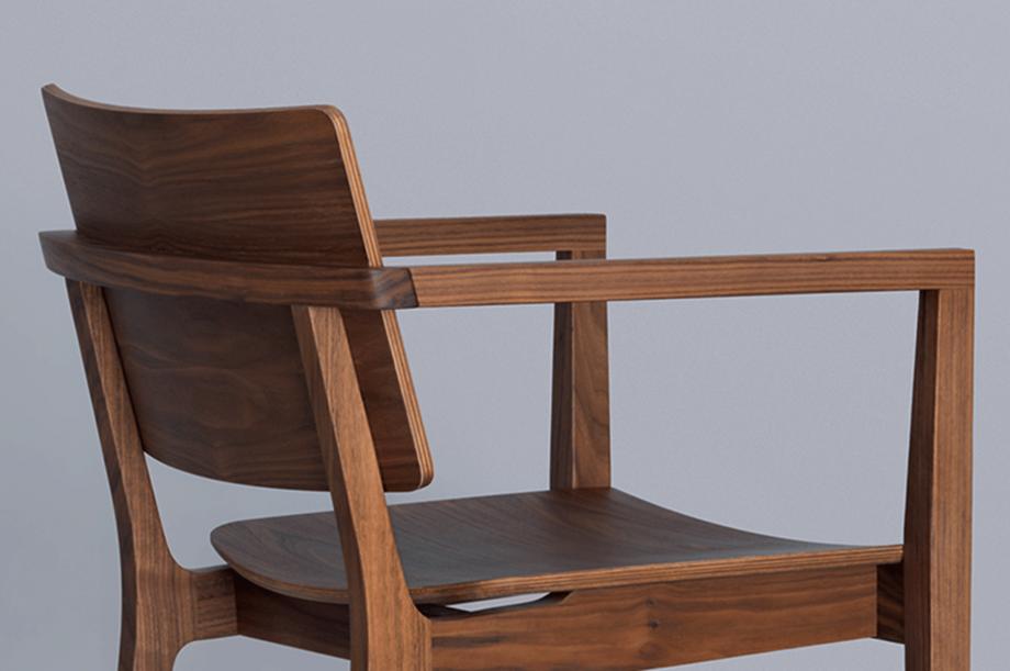 00250-finn-comfort-stuhl-armlehne-amerikanischer-nussbaum-massivholz-zeitraum-moebel-nachhaltiges-design-special-sale (4)