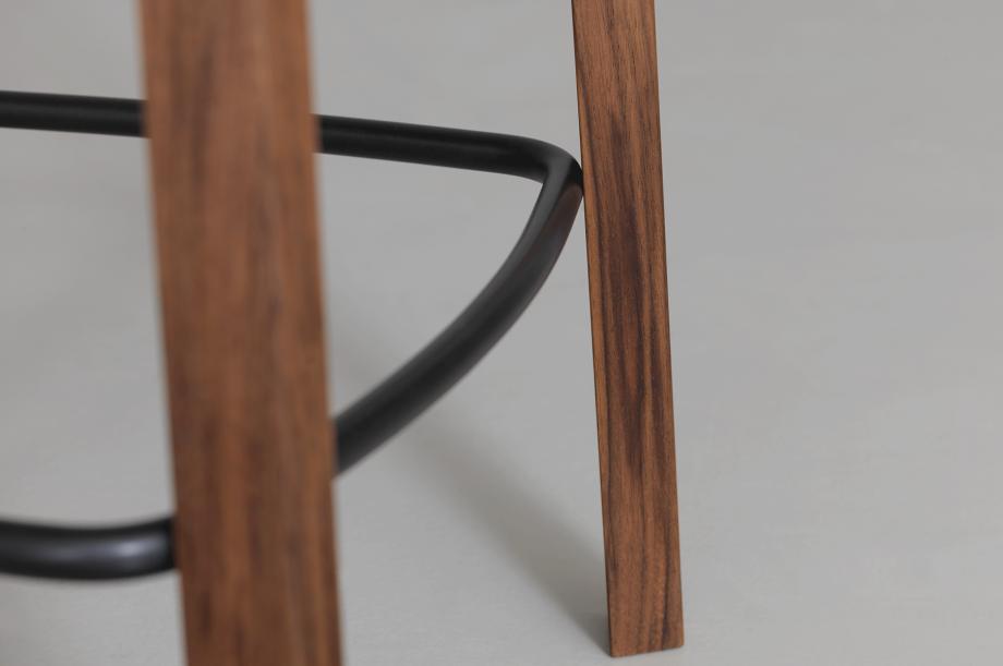 01747-nonoto-bar-barhocker-h65-massivholz-amerikanischer-nussbaum-special-sale-nachhaltiges-design-zeitraum-moebel (4)