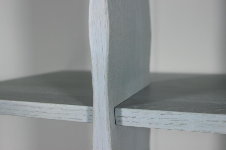02128-3-grad-regal-regal-massivholz-eiche-farbbeize-rauchblau-stauraum-special-sale-zeitraum-moebel-nachhaltiges-design
