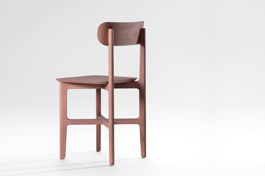 02241-1.3-chair-stuhl-massivholz-eiche-farbbeize-mauve-zeitraum-moebel-nachhaltiges-design-3