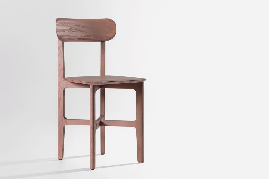 02241-1.3-chair-stuhl-massivholz-eiche-farbbeize-mauve-zeitraum-moebel-nachhaltiges-design-4