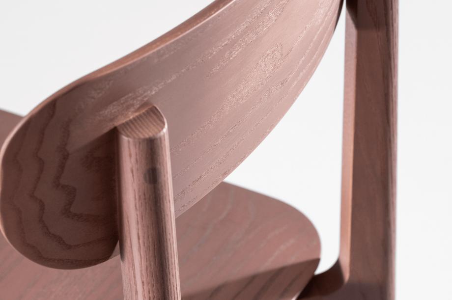 02241-1.3-chair-stuhl-massivholz-eiche-farbbeize-mauve-zeitraum-moebel-nachhaltiges-design-5
