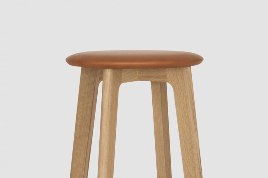 01731-1-3-bar-barhocker-massivholz-eiche-rund-special-sale-nachhaltiges-design-zeitraum-moebel (2)