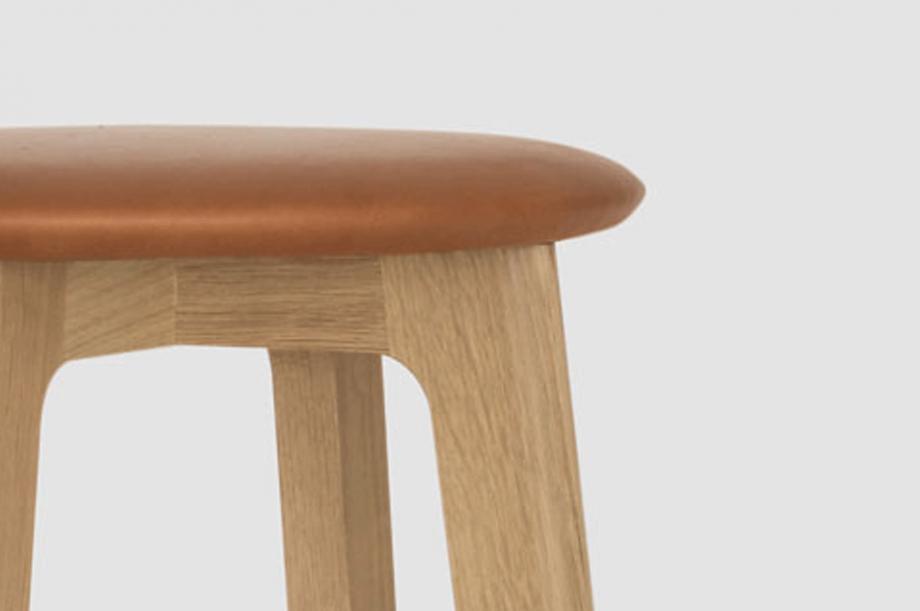01731-1-3-bar-barhocker-massivholz-eiche-rund-special-sale-nachhaltiges-design-zeitraum-moebel (3)