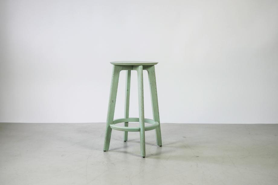 01907-1-3-bar-massivholz-eiche-farbbeize-mint-barhocker-h65-zeitraum-moebel-nachhaltiges-design-special-sale (3)