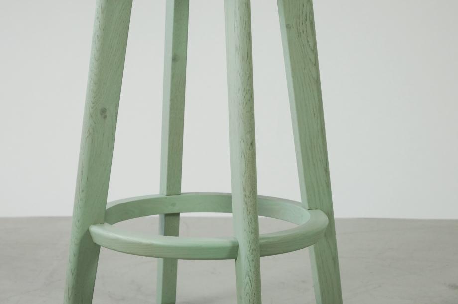 01907-1-3-bar-massivholz-eiche-farbbeize-mint-barhocker-h65-zeitraum-moebel-nachhaltiges-design-special-sale (4)