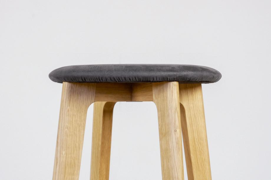 02260-1-3-bar-barhocker-gepolstert-massivholz-eiche-zeitraum-moebel-nachhaltiges-design-special-sale (4)